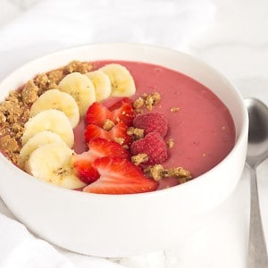 Berry Banana Smoothie Bowl and Giveaway
