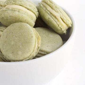 Green Tea French Macarons - delicious tea flavored french macarons with a roasted green tea infused white chocolate ganache filling. Don't worry about buying matcha powder either!