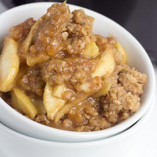 Slow Cooker Apple Peanut Butter Crisp