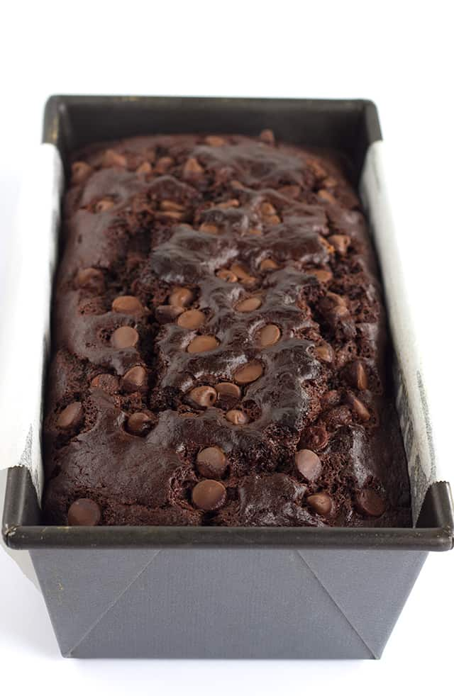 Double Chocolate Banana Bread - moist banana bread with loads of chocolate stuffed inside it! Don't forget to top it off by sprinkling some chocolate chips on top!
