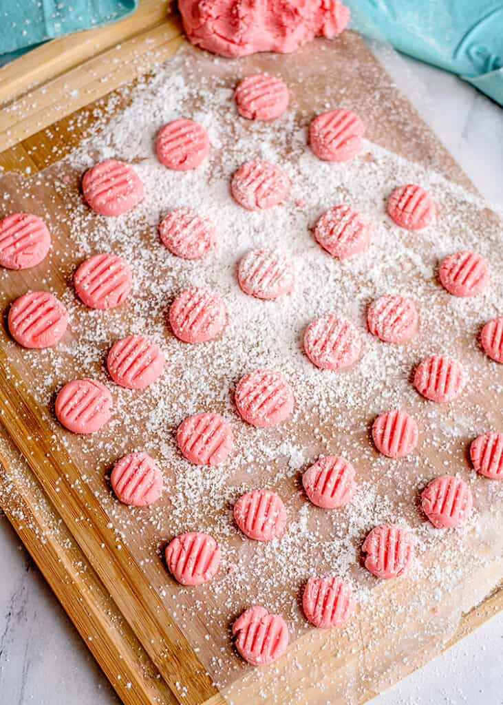 mints on a cutting board that's been dusted with powdered sugar